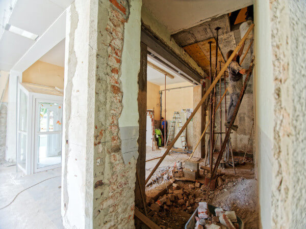 Construction output fall slows in August